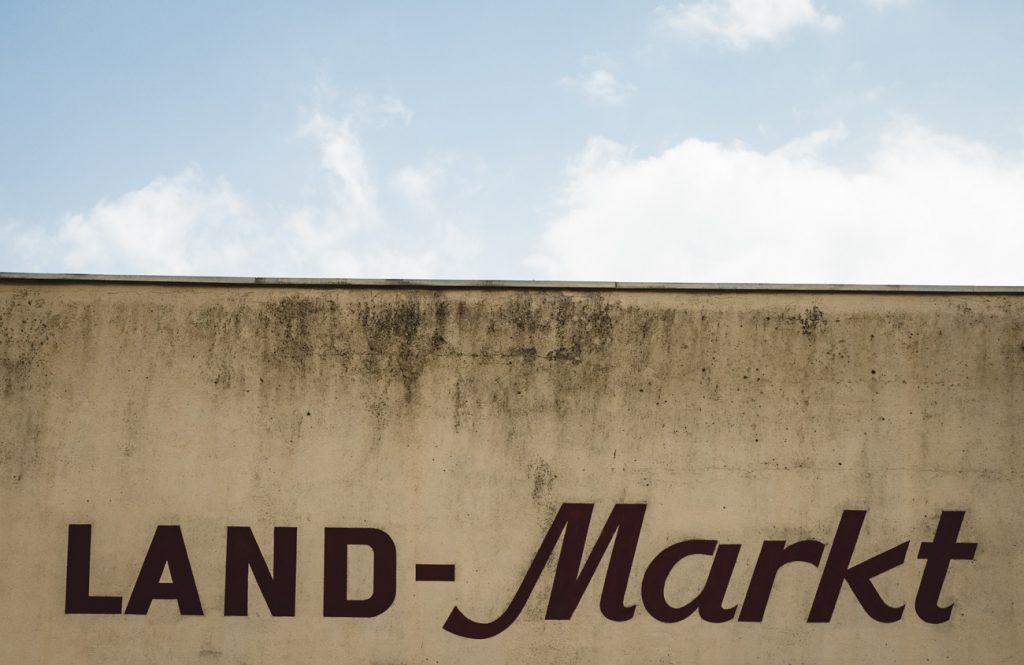 Schriftzug Land-Markt