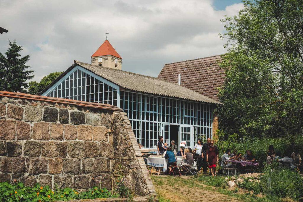 Gewächshaus mit Garten