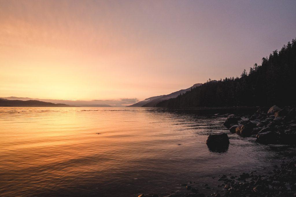 Sonnenuntergang an der Küste Vancouver Islands