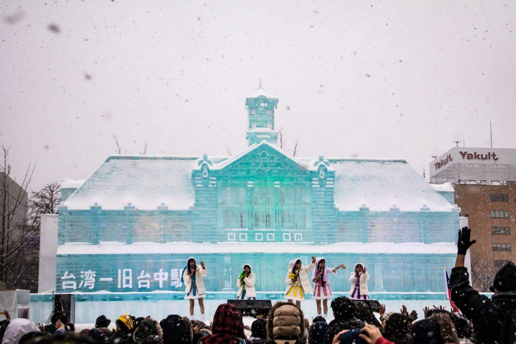 Eispalast auf dem Sapporo Snow Festival in Japan