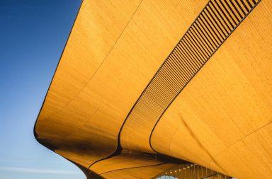 Verrückte Architektur der Bibliothek Oodi in Helsinki