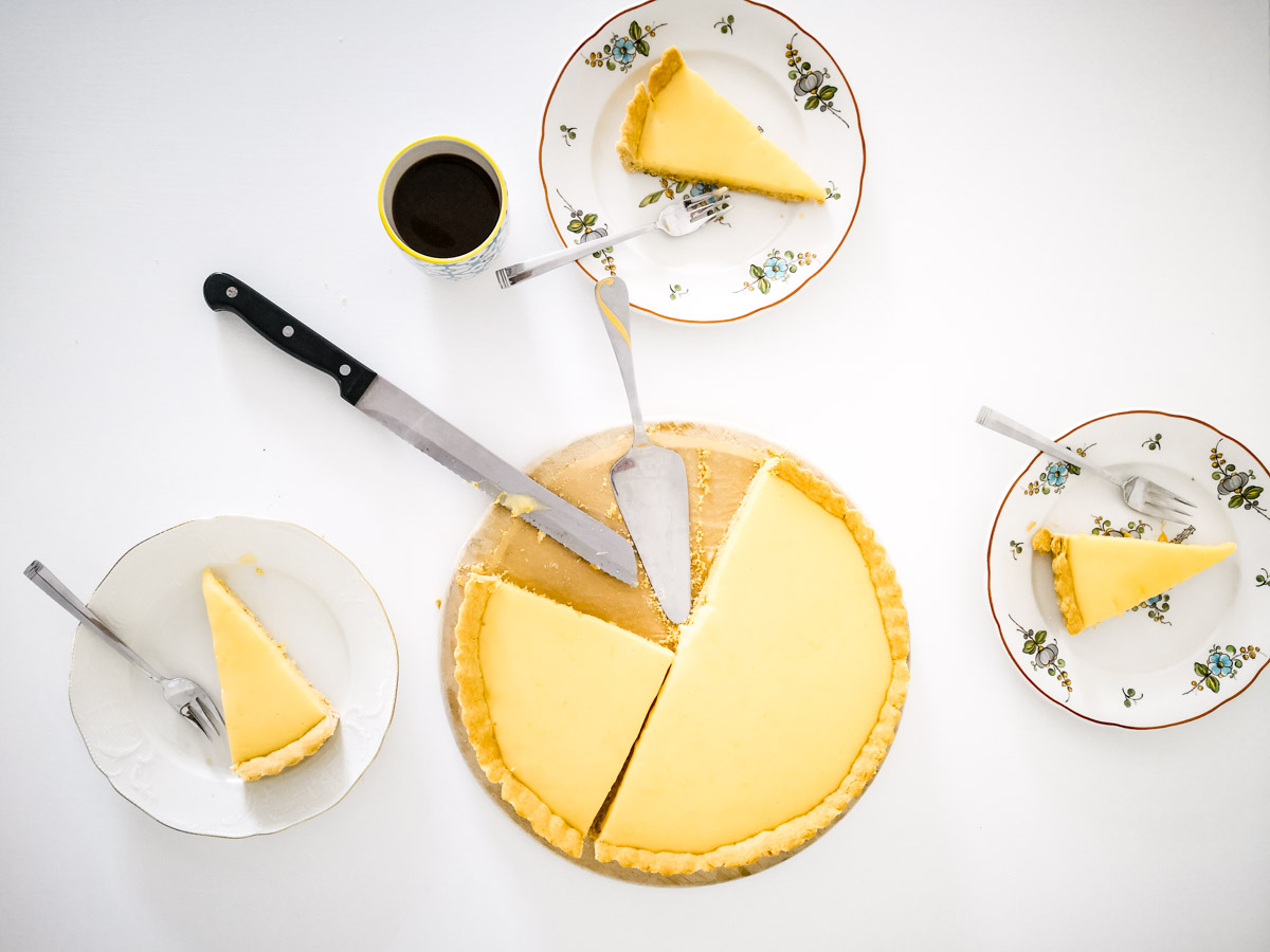 Kuchentafel mit Zitronen-Tarte