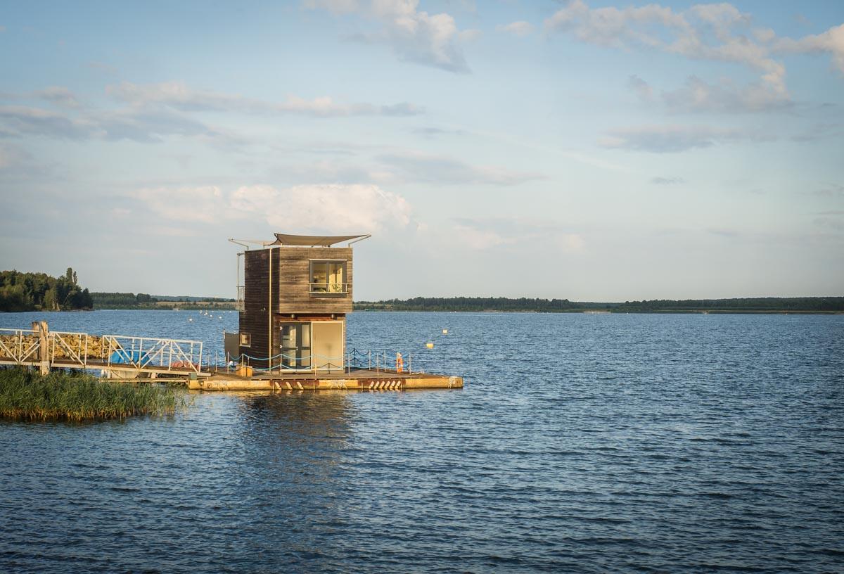 Schwimmendes Haus auf dem Partwitzer See