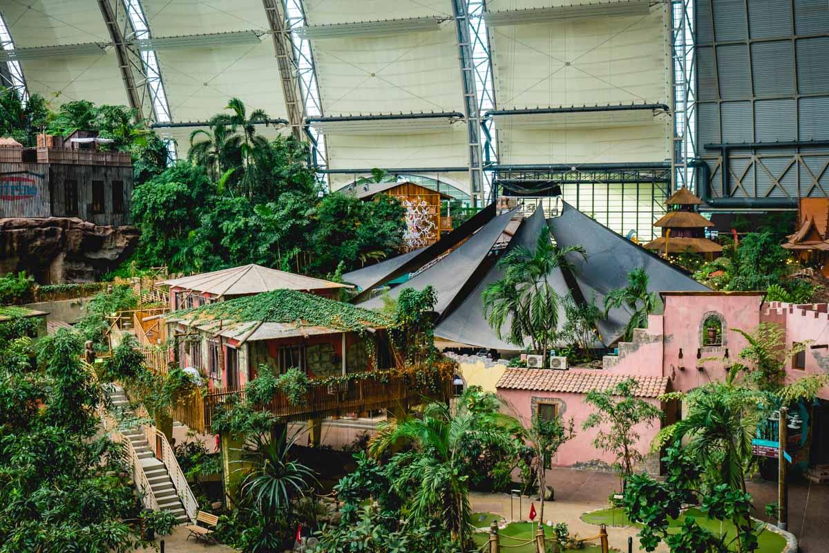 Gebäude und Dorf im Tropical Islands