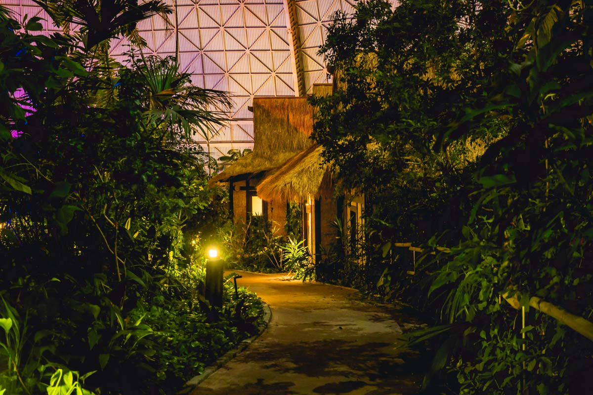 Nacht im Tropical Islands.