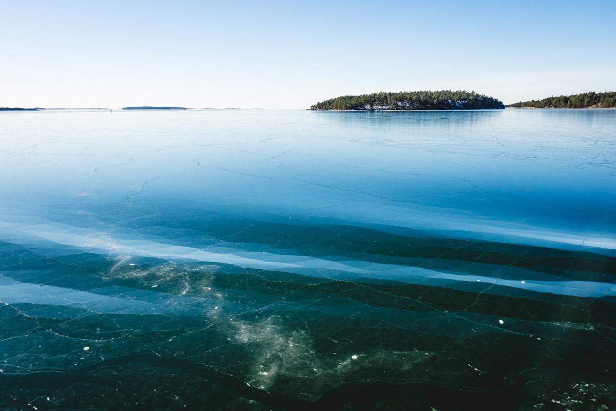 Dünnes Eis auf Wellen
