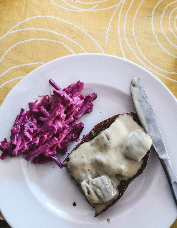 Rote Bete und Hering-Salat